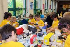 Haus der kleinen Forscher –  Naturwissenschaft, Mathematik und Technik für Mädchen und Jungen