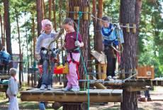 Waldschonend und neu kombiniert: der Kletterwald Lübben
